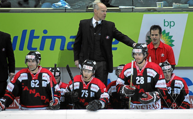 DAVOS/SWITZERLAND, 29DEZ10 - Trainer Mark Messier waehrend des 8. Spengler-Cup-Spieles Team Canada gegen HC Sparta Prag anlaesslich des 84. Internationalen Eishockey-Turnieres um den Spengler Cup, am Mittwoch, 29. Dezember 2010 in Davos.Impression of the ice hockey game Team Canada vs. HC Sparta Prag during the 84. international ice hockey tournament for the Spengler Cup on December 29, 2010 in Davos/Switzerland. swiss-image.ch/Photo by Andy Mettler
